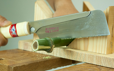 Cưa cầm tay cưa tre và gỗ mỹ nghệ